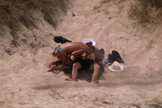 Sexy Hausfrau beim Blowjob am Strand heimlich fotografiert